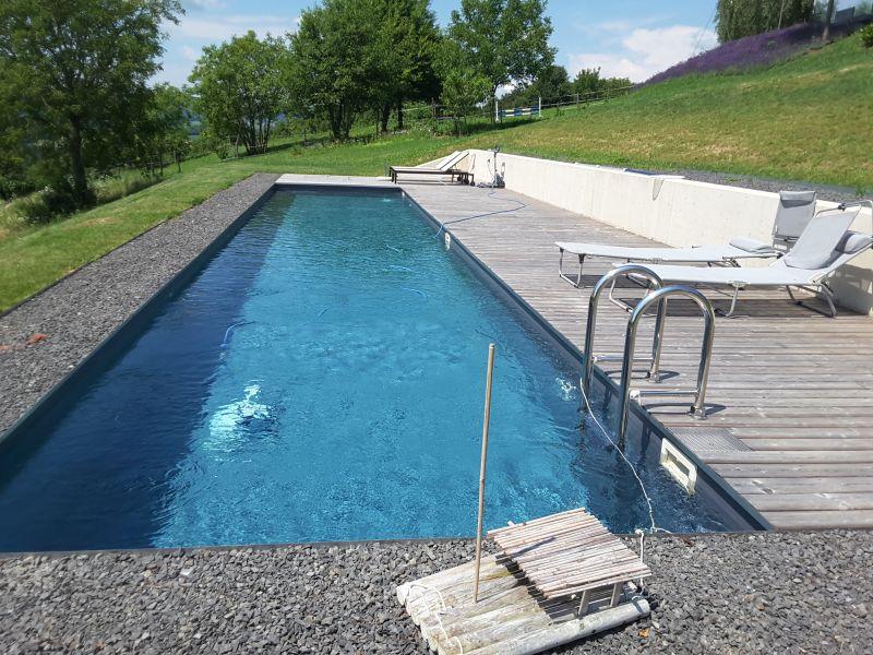 Isotec steirerpool referenzprojekt for Pool mit schwarzer folie